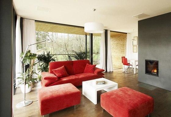 Ob�vac� pokoj je propojen s j�delnou a kuchyn� v jeden prostor s p��jemnou