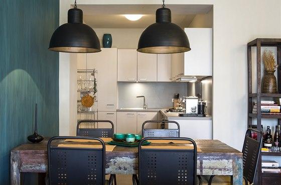 Byt manželů: rovněž mezi kuchyní a obývákem se zrušily dveře, což také přispělo