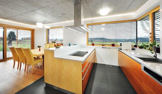 Kuchyně je vyrobena na zakázku z kvalitních materiálů a vybavena technologicky