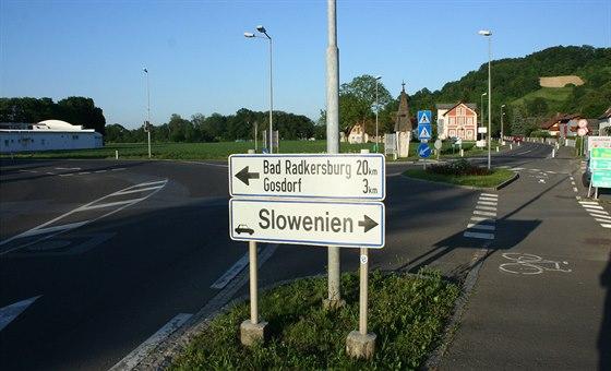 Odbočka z rakouské dálnice na slovinskou objížďku
