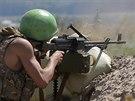 Ukrajinský voják v bojích s povstalci u Slavjansku (6. června 2014)