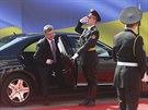 Petro Porošenko přijíždí k parlamentu v Kyjevě, kde složil prezidentský slib...