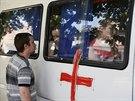 Z ostřelovaného Slavjansku odjíždějí ženy a děti  (7. června 2014)