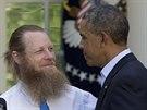 Americký prezident Obama s rodiči vojáka Bowe Bergdahla (31. května 2014)