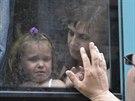 Z ostřelovaného Slavjansku odjíždí autobusy plné žen a dětí (7. června 2014)