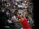Kanadská tenistka Eugenie Bouchardová se chystá podávat ve čtvrtfinále Roland Garros.
