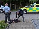 Policisté přijeli do Chrášťan zklidnit hlučný večírek, agresivní cizinci je...
