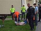 Policisté přijeli do Chrášťan zklidnit hlučný večírek, zadrželi tři agresivní...