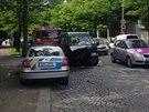Policisté převáželi zadrženého muže k výslechu, v Korunovační ulici v Praze se...
