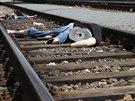 Trosky figurín rozeseté v kolejích po ukázkce následků  střetu vlaku s člověkem...