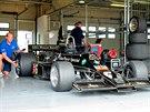 Lotus 77 alias John Player Special MkII při testování na brněnském okruhu