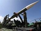 Nabíjení během ostrých raketových střeleb českých vojáků u pobřeží Baltu