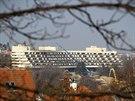 Demolice dejvického hotelu Praha začala na konci února 2014.