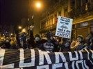 Obyvatelé Rio de Janeira protestují proti vysokým nákladům na organizaci...