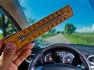 Teploměr v autě i při jízdě s otevřenými okénky ukazoval 40 stupňů. (9. června...