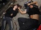 Protesty v centru Istanbulu. Policisté proti demonstrantům zasáhli slzným plynem, z druhé strany létaly petardy. (31. května 2014)