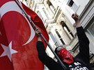 Protesty v centru Istanbulu. Policisté proti demonstrantům zasáhli slzným...
