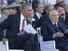 Americký prezident Barack Obama a jeho italský protějšek Giorgio Napolitano sledují vzpomínkovou akci na normandské pláži Sword. (6. června 2014)