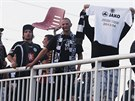 Hradečtí ultras se po zápase vydali na společný pochod zpět na hlavní nádraží....