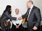 ��fka komise rozhod��ch Dagmar Damkov� se zdrav� s plze�sk�m ��fem Tom�em...