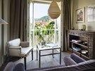 Po otevření okna máte pocit, že se díváte na balkon. Lustr z bambusové dýhy