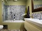 Koupelna mladého páru je vybavená jednoduše a prakticky. Dominantním prvkem se