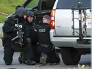 Zásahová jednotka kanadské policie pátrá po střelci, který zabil tři policisty...