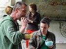 Každou první neděli v měsíci rozdávají aktivisté ze sdružení Food not bombs pod...