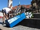 Skupina fanoušků fotbalové Sigmy Olomouc uspořádala symbolický pohřeb a to...
