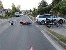 Odbočující řidič přehlédl a srazil v protisměru jedoucího osmnáctiletého...