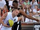 Jan Stehlík (v bílém) reprezentuje český basketbal na MS 3x3, momentka z utkání...