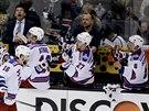 Derick Brassard a NY Rangers se radují z gólu.