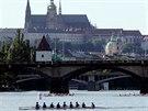 Momentka z pražských veslařských závodů Primátorky