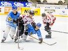 Momentka z finále MS v inline hokeji mezi Finskem (modrobílá) a Kanadou