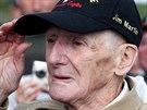 Jim Martin, 93letý veterán, znovu seskočil padákem na pláž Utah v Normandii (5....