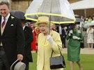 Britsk� kr�lovna Al�b�ta II. na garden party v Buckinghamsk�m pal�ci (Lond�n, 3. �ervna 2014)