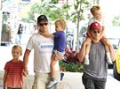 Simon Halls, Matt Bomer a jejich synov� Kit, Walker a Henry (New York, 2. srpna...