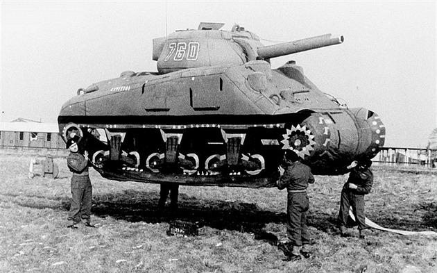 I tenhle nafukovací tank pomohl porazit nacistické N�mecko.