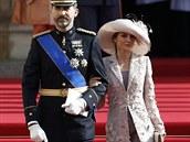 Efektní klobouk patří k základní výbavě každé šlechtičny.