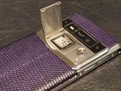Na krytce SIM karty najdete podpis osoby, která pro vás mobil vyrobila.