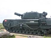 A22 Churchill AVRE svrhačem Petard a závěsy pro přídavné vybavení na bocích a...