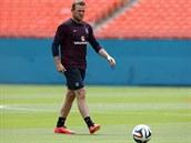 VEDU MÍČ. Anglický útočník Wayne Rooney na tréninku.