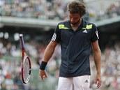 ZAHOZENÁ RAKETA. Rozzlobený Ernests Gulbis v osmifinále Roland Garros.