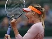 HLASITÁ RADOST. Maria Šarapovová v osmifinále Roland Garros.