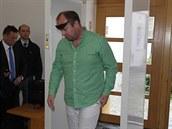 Martin Svoboda p�ichází k soudu, který má �íct, jestli se ve fotbale dopustil...