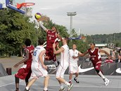 Česká reprezentace inkasuje během čtvrtfinálového utkání MS 3x3 od Katařanů.