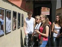 Chebské dvorky nabízejí výstavy fotografií, obrazů i soch