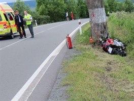 Pohled na místo nehody motocyklisty na silnici mezi Bruntálem a Světlou Horou....