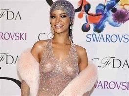 Rihanna na udílení cen Rady amerických módních návrhářů (CFDA)