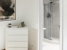 Druhá koupelna navazující na ložnici je praktická nejen v době, kdy v bytě